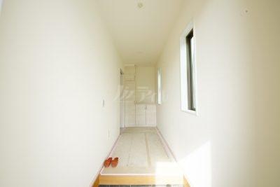 明るく奥行きのある玄関!ゆとりのある収納スペースを確保☆彡(1号棟)
