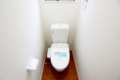 トイレは1、2Fともにウォシュレット機能つき。温水便座仕様でいつでも快適です(3号棟)同仕様
