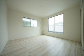 洋室は全室2面採光で明るい仕上がりに(同仕様)