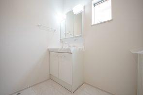 三面鏡仕様の洗面化粧台(同仕様)