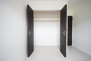 2階洋室は全室収納付きです。(同仕様)