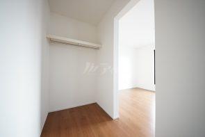 2階の居室にはウォークインクローゼットもございます。(同仕様)