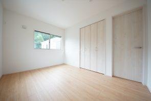 洋室6帖。2階の居室は全室クローゼット収納付き(1号棟)